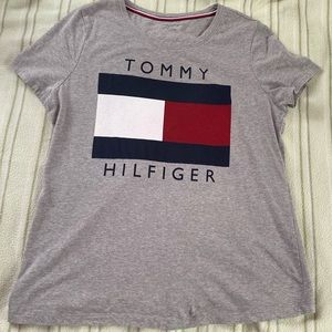 Tommy Hilfiger Women's medium t shirt